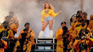 946417216-Beyonce-Coachella